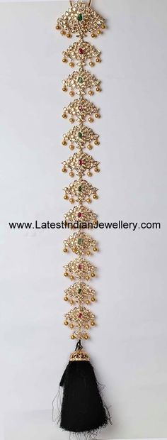 22 karat gold jada or choti heavily studded with kundans and ruby emeralds in alternate fashion throughout the length of the bridal gold jada. Fancy Jewellery, Gold Rings Jewelry, Hair Jewelry, Wedding Jewelry, Silver Anklets Designs, Frozen Jewelry, Tatting Necklace, Gold Pendent, Gold Hair Accessories