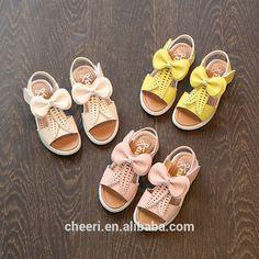 Kggs جبان سوبر نيس تصميم أحدث الساخن بيع عالية الجودة أزياء أطفال رخيصة بالجملة أحدث الصنادل فتاة الوسائط/صندل الأحذية Cheap Fashion, Fashion Shoes, Kid Shoes, Baby Shoes, Kids Clogs, Cheap Shoes, Cool Designs, Shoes Sandals, Casual