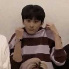 "ً on Twitter: ""mark lee being ᵗⁱⁿʸ but he gets tinier as u keep scrolling; a long ass thread… "" Mark Lee, Nct 127, Living In Korea, Jung Jaehyun, Na Jaemin, Meme Faces, Reaction Pictures, Kpop Boy, Taeyong"