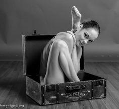contortionist put leg behind head - www.flexilinks.eu