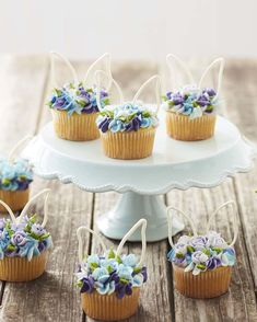 Looking for sweet Easter cupcake ideas to make this year? Look no further than these Blooming Easter Cupcakes. Topped with simple piped flowers and candy bunny ears, these Easter cupcakes are a spring Easter Bunny Cupcakes, Easter Treats, Easter Cake, Easter Cupcake Decorations, Easter Cup Cakes Ideas, Easter Baking Ideas, Cute Easter Desserts, Easter Deserts, Easter Eggs