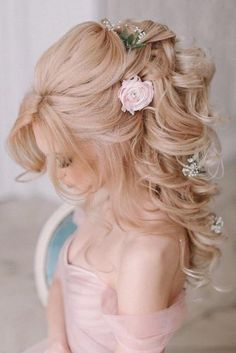 Lovely Half Up Half Down Hairstyles picture 3 Ideas for hair styles prom waves half up half down Princess Diaries: Create Memories with These 35 Half-Up-Half-Down Prom Hairstyle. Girly Hairstyles, Wedding Hairstyles For Long Hair, Wedding Hair And Makeup, Bride Hairstyles, Down Hairstyles, Bridal Hair, Gorgeous Hairstyles, Stylish Hairstyles, Bridesmaid Hairstyles