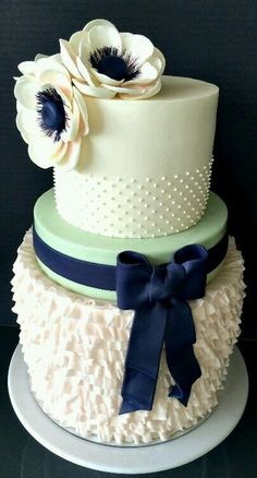 Blue ribbon wedding cake