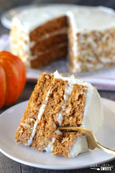 Pumpkin Carrot Cake with Cream Cheese Frosting - A moist layer cake filled with pumpkin, carrots, and spices. #carrotcake #pumpkincake #pumpkin #pumpkin spice #cake #dessert