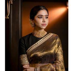 In frame : Jewelry : Saree : Photography : Saree Jewellery, Kundan Bangles, Gold Jewellery, Jewelry Necklaces, Bracelets, Saree Blouse Neck Designs, Casual Saree, Saree Look, Indian Beauty Saree