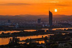 Sonnenuntergang über der Donauinsel in Wien, Österreich.