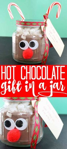 This hot chocolate in a jar gift idea is perfect for everyone on your Christmas list! If you are looking for a cute holiday gift idea, look no further! Christmas Gift Baskets, Christmas Table Decorations, Christmas Crafts, Christmas Sweets, Christmas Ideas, Hot Chocolate In A Jar, Christmas Hot Chocolate, Unique Gifts For Girls, Cool Gifts For Women