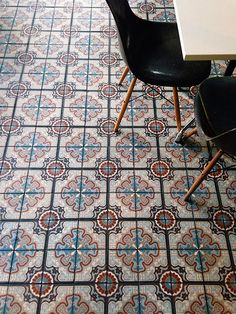 Colorful ciment tiles with dark chairs Tiles, Flooring, House Styles, Cement Tile, Beautiful Tile, Interior, Home Deco, Tile Design, Floor Design