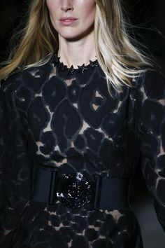 See detail photos for Versace Spring 2016 Ready-to-Wear collection.