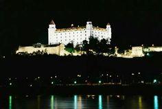 Bratislava hrad Bratislava, Cologne, Cathedral, Building, Travel, Viajes, Buildings, Cathedrals, Destinations