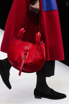 Giorgio Armani at Milan Fashion Week Fall 2017 - Details Runway Photos Fashion Bags, Fashion Accessories, Womens Fashion, Fashion Purses, Giorgio Armani, Italian Handbags, Italian Fashion Designers, Milan Fashion Weeks, Kate Spade Handbags