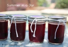 Drinks in a jar recipe and free party printable tags by Amy at LivingLocurto.com