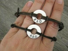 His and Hers, matching stamped bracelets, Small Aluminum Disk with Stamped initials and adjustable BROWN cord Stamped Jewelry, Diy Jewelry, Jewelery, Jewelry Making, Jewelry Ideas, Small Gifts For Boyfriend, Cute Bracelets, Simple Bracelets, Diy Arts And Crafts