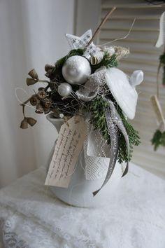 Oh - Garden Decoration Jewelry Christmas Tree, Christmas Flowers, Christmas Wreaths, Woodland Christmas, Country Christmas, Christmas 2015, Christmas Countdown, Christmas Centerpieces, Christmas Decorations
