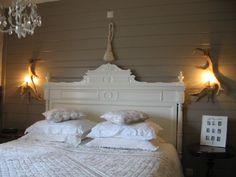 bedroom , lamp
