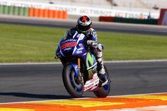 MotoGP Valencia: Jorge Lorenzo takes his fifth pole position of the season with new record lap / MotoGP最終戦Valencia GPの予選が行われ、Jorge Lorenzoが、今季5度目のポールポジションを獲得した。