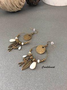 Boucles d'oreilles créoles, danseuse, sequin, perle bronze motif, breloque bronze, sequin goutte blanche, feuille, ethnique bijoux unique de la boutique creabibenval sur Etsy