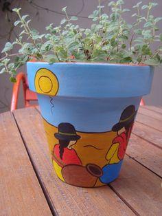 Paint a flower pot – 50 cool ideas! Painted Clay Pots, Painted Flower Pots, Hand Painted Ceramics, Flower Pot Art, Flower Pot Design, Paint Garden Pots, Decorated Flower Pots, Pot Jardin, Cottage Art