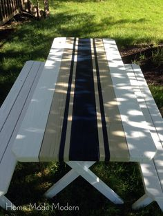 Home Made Modern: Painted French Linen Table Runner. I don't know about French Linen But to ME It looks like Old School Rally/Racing Stripes! Outdoor Spaces, Outdoor Living, Outdoor Decor, Painted Picnic Tables, Picnic Table Paint, Painted Patio Table, Deck Table, Picnic Tablecloth, Painted Chairs