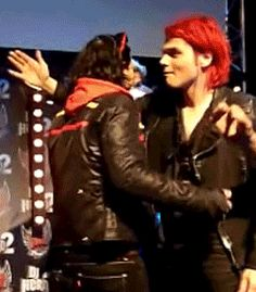 I don't ship Frerard at all, especially since they're both married and have kids and stuff, but this kind of looks like they're both reaching for each other's asses and their hands kind of collide and do some weird dance. Idk how to feel about this awkward thing...