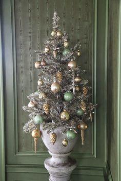 Christmas Decor at Cantitoe Corners Blue Christmas Decor, Christmas Tree Themes, Xmas Decorations, Vintage Christmas, Christmas Holidays, Christmas Wreaths, Christmas Crafts, Holiday Decor, Christmas Ideas