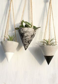Beautiful Hanging planter for your small plants, no hole for the water at the bottom, wonderful for outdoor and indoor , made of gray concrete. Painted with marble spray, with white acrylic paint or black acrylic paint.  Hanging rope included.  This listing includes SET OF 3 planters.  Height: 3 inches  The plants are NOT included  If you have any questions and wishes please contact me, thank you in advance !!  If you want to order more pieces of any product in my shop, please contact me…