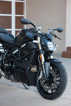 Ducati Streetfighter 848....hot damn that's purty!