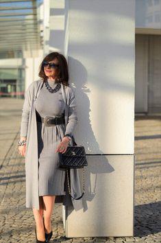 Good Woman, German Women, Mode Outfits, Absolutely Stunning, Lady, Mantel, Amazing Women, Duster Coat, Shirt Dress