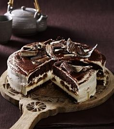 Our popular recipe for Tiramisu cake and more than other free recipes on LECKER. Our popular recipe for Tiramisu cake and more than other free recipes on LECKER. Bolo Tiramisu, Tiramisu Recipe, Baking Recipes, Cake Recipes, Dessert Recipes, Chocolate Muffins, Chocolate Desserts, Cake Chocolate, Food Cakes