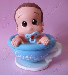 Topo De Bolo Bebê fofinho Na Xícara Azul