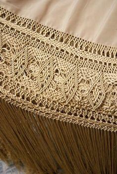 Resultado de imagen de ENREJADO MANTONES Macrame Art, Macrame Projects, Silk Shawl, Lace Making, Tatting, Sewing, Crochet Ideas, Google, Clothes
