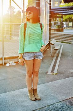 chunky sweater, cut offs, and booties <3