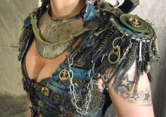 awesome shoulder armor seems quite mad max! Post Apocalypse, Apocalypse Costume, Apocalypse Fashion, Apocalypse Armor, Apocalypse Aesthetic, Post Apocalyptic Costume, Post Apocalyptic Fashion, Post Apocalyptic Clothing, Larp