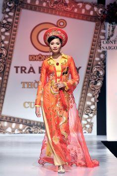 Pretty and modern  Google Image Result for http://pictures.vinatro.com/tinh-yeu-gioi-tinh/2011/05/13/model-viet-trinh-dien-ao-dai-cuoi-4-VinaTro.com-1.jpg