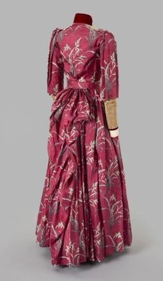 1890-1891 Silk with lace