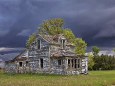 Love this pic of an abandoned house in Canada. Storm clouds are coming, but this house has already seen its share of storms and yet she is still standing.