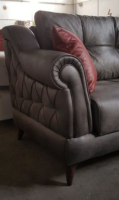 Latest Sofa Designs, Sofa Set Designs, Sofa Furniture, Furniture Design, Couch Design, Classic Sofa, Luxury Sofa, Chaise Sofa, Leather Sofa