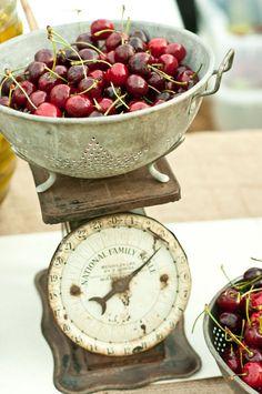Vintage kitchen scale and an old colander of dark, sweet cherries Vintage Love, Vintage Decor, Vintage Heart, Vintage Items, Old Scales, Creative Desserts, Dessert Buffet, Fruit Dessert, Down On The Farm