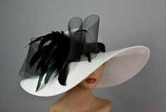 Vogue hats are perfect for horse racing events, church, the Kentucky derby, weddings, garden tea parties and charity events. One size hat.(21.5 x 22.5) Wired Brim. Good Shape. Brim is approx. 6 Please feel free to ask me any questions or special requests. I have designed & created