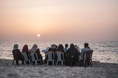 Palestinian families wait to have their Ramadan Iftar along the Gaza Strip's sea shore, during a heat wave on the last days of Ramadan. Last Day Of Ramadan, Arab World, Gaza Strip, Iftar, Middle East, Families, Waves, Sea, Celestial