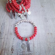 Pulsera San Benito Red Diy Jewelry, Jewelry Sets, Jewelery, Handmade Jewelry, Jewelry Design, Jewelry Making, Horse Hair Bracelet, Advanced Style, Chokers