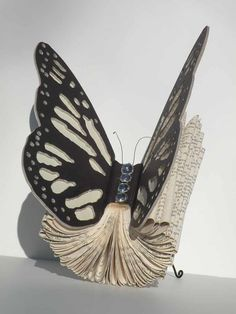 Instead of serving as a reading tool when you get bored at your house, old books can be recycled and transformed into clever and cool artworks. Have a look at these old book art examples below for inspiration. Old Book Art, Book Page Art, Old Books, Book Pages, Artist's Book, Paper Book, Paper Art, Cut Paper, Butterfly Books