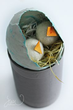 Felted balls, eastercrafts, recycle materials, papereggs
