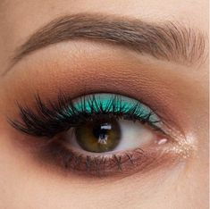 Colored Eyeliner | Match Your Back to School Outfits With These Gorgeous Makeup Ideas