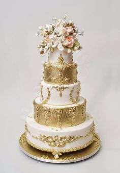 Wedding Trends : Metallic Cakes | bellethemagazine.com