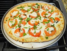 Margherita flatbread pizza is one of the quickest and yummiest ways to enjoy pizza. Click for full recipe. Repin.