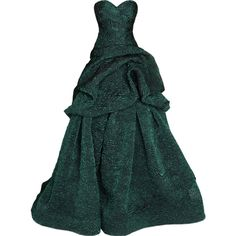 Monique Lhuillier - by Satinee ❤ liked on Polyvore featuring dresses, gowns, vestidos, long dresses, long green dress, monique lhuillier, green gown, monique lhuillier dresses and monique lhuillier evening gowns