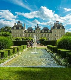 Cheverny Val de Loire ~ via Xavier Luiz Palaces, The Places Youll Go, Places To See, Historischer Roman, Chateau Medieval, French Castles, English Castles, Loire Valley, French Architecture