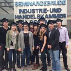 Social Media Manager Abschluss mit einer Gruppe von tollen Leuten. (Ich stehe in der letzten Reihe.)