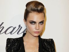 LOving this look Rock Hairstyles, Celebrity Hairstyles, Rock Makeup, Hair Makeup, Maybelline, Cara Delevingne Hair, Beauty Make Up, Hair Beauty, Runway Hair